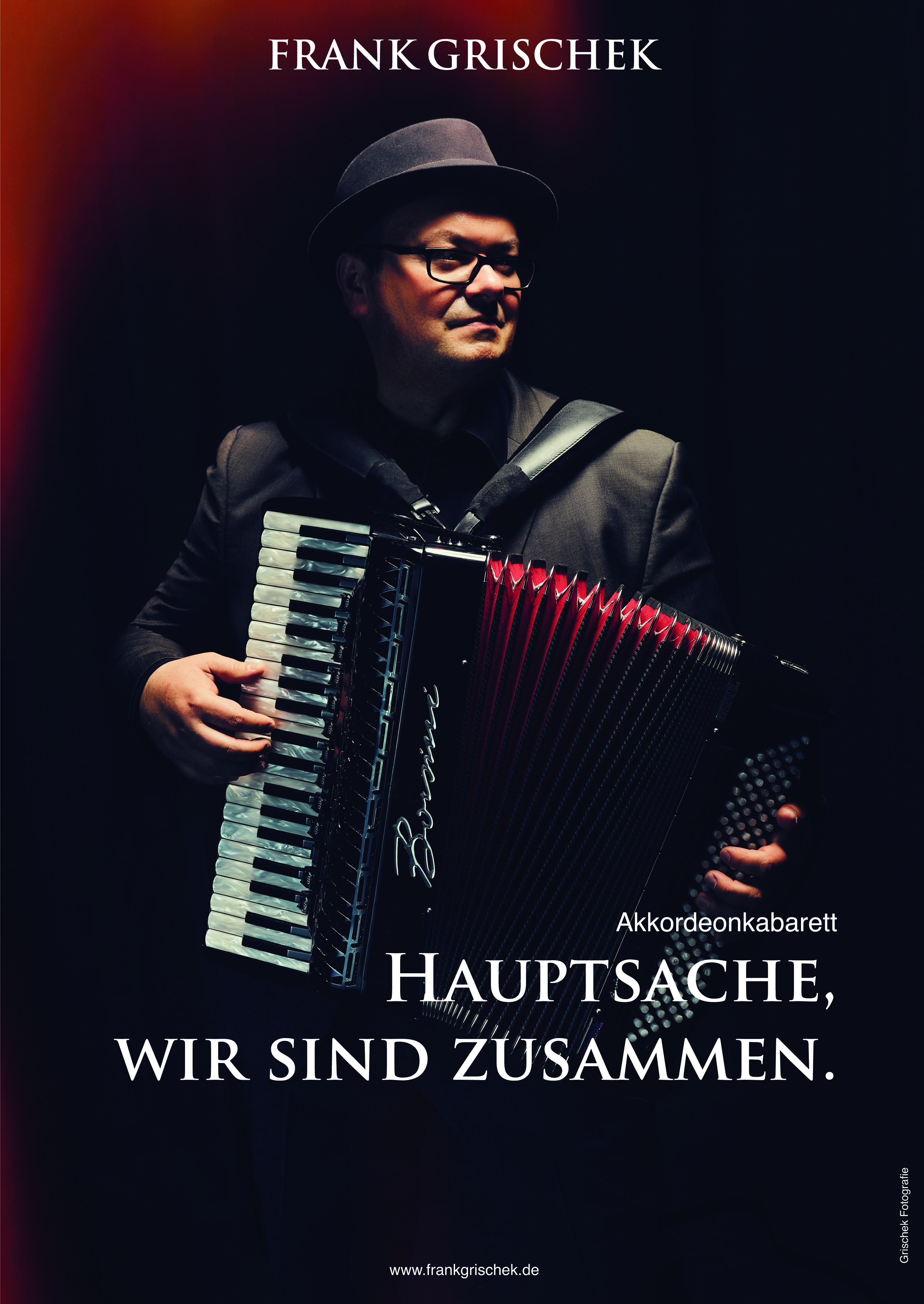 Man wusste zuletzt nicht, was schöner war, Wortwitz oder Musik? Künstler oder Instrument? Eigentlich kann man es auch gar nicht beschreiben. Man muss es erlebt haben. (Karin Ott, InFranken.de)